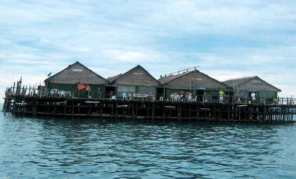 Kayaking to Singapore's First Floating Kelong