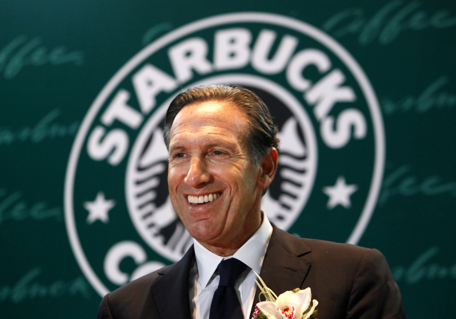 howard schultz leadership Howard schultz, chairman and ceo of starbucks, attends a dinner reception for chinese president xi jinping in seattle, washington september 22, 2015 xi landed in seattle on tuesday to kick off a.